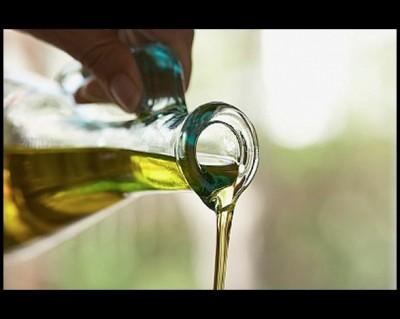 El aceite-de-oliva es báscio en la dieta mediterranea