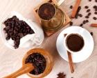 Una onza de chocolate y una taza de cafe al día aumentan el rendimiento, crédito Gregory Gerber I Shutterstock