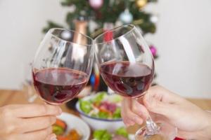brindar con tinto, lo más saludable en Navidad