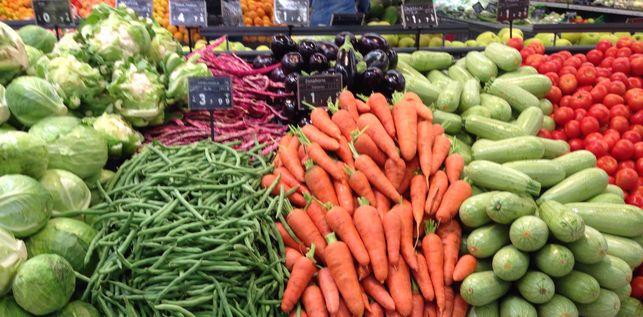 Mostrador-supermercado-lleno-verduras_EDIIMA20141203_0544_14