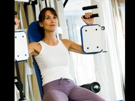 ejercicios-para-disminuir-gorditos-axilas-2