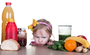 Enseñar a los niños tener una realción saludable con la comida es clave para mantener el sobrepeso a ralla como mayores