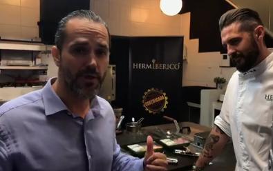 Rubén Bravo y el chef Peña preparando tapas de conejo saludables
